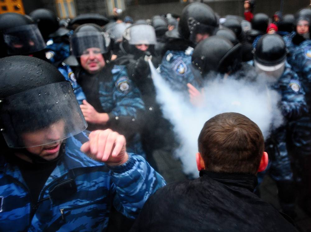 Euro-integration supporters and militia officers at the House of Government  in Kiev. November 25.