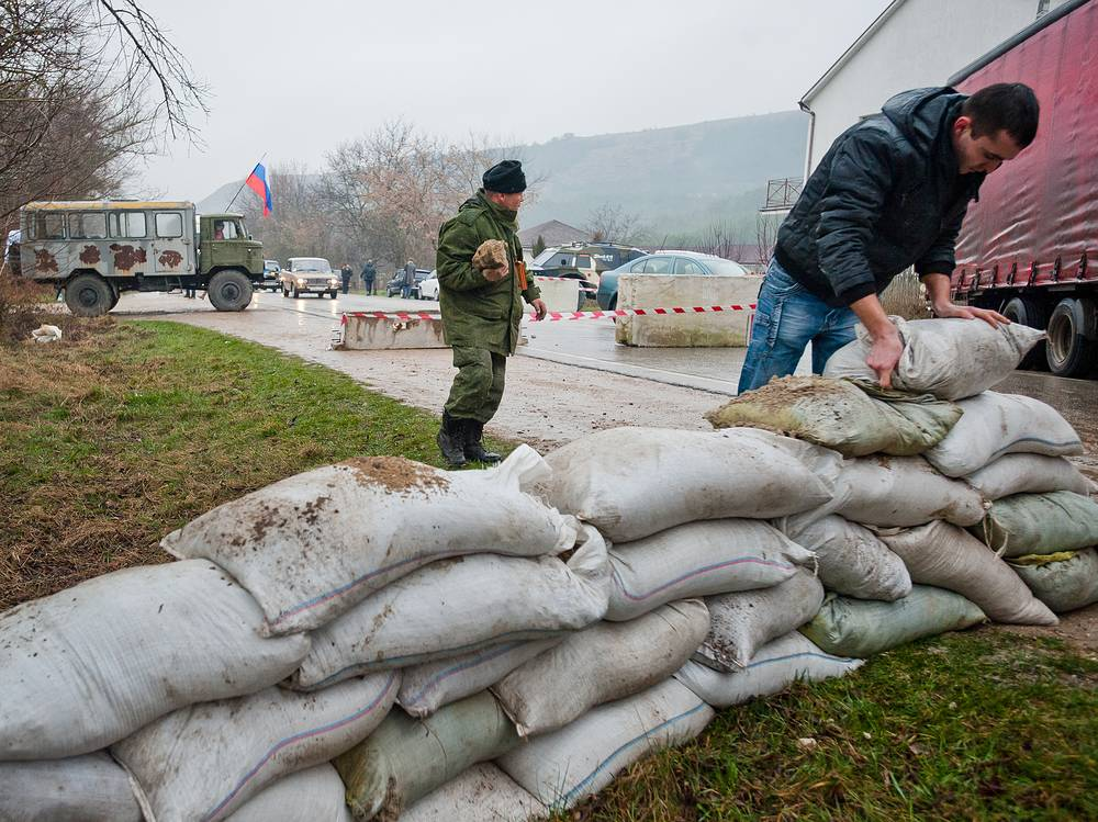 People build a barrier on the Simferopol - Sevastopol road in Ukraine's Crimea