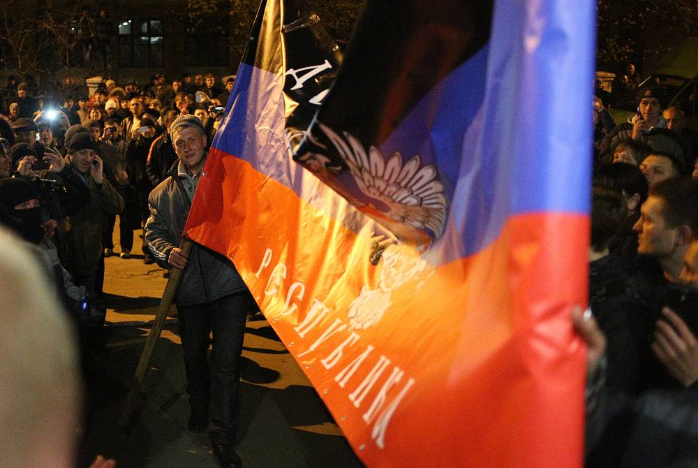 Protesters with a flag of the self-proclaimed Donetsk people's republic at Kramatorsk city council
