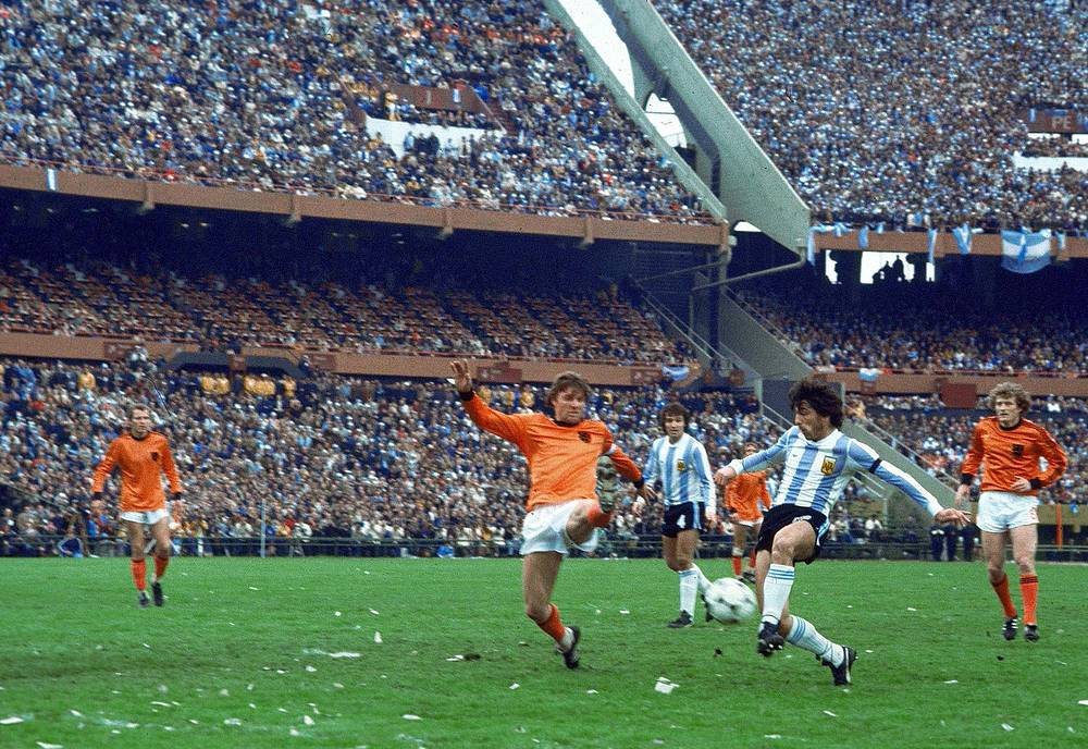 In 1978, the Netherlands once again made it to the final at the World Cup in Argentina. This time, they lost 3-1 to the host, Argentina. Photo:Argentina soccer team captain Daniel Passarella, right, challenges his Dutch counterpart Ruud Krol