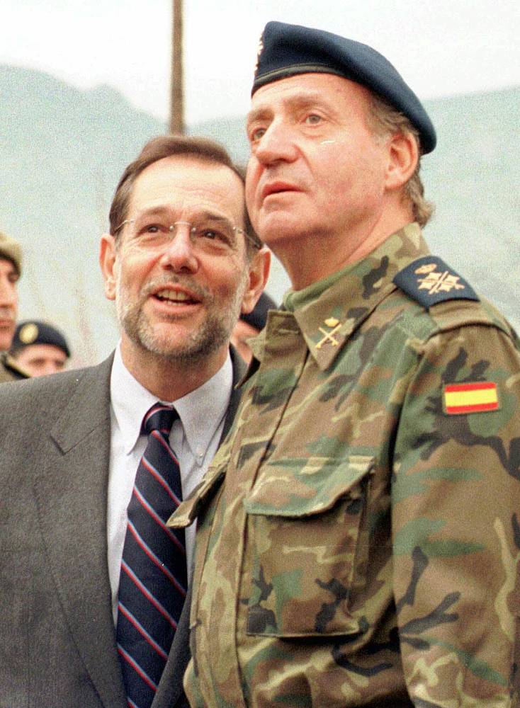 SPAIN SPANISH KING  Spanish King Juan Carlos, right, and Javier Solana, NATO secretary general in 1998