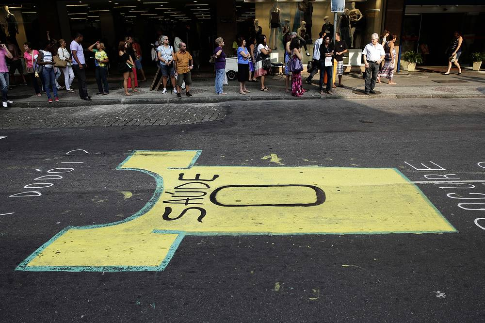 Graffiti against the World Cup on the street in Rio de Janeiro reads in Portuguese 'Zero health'