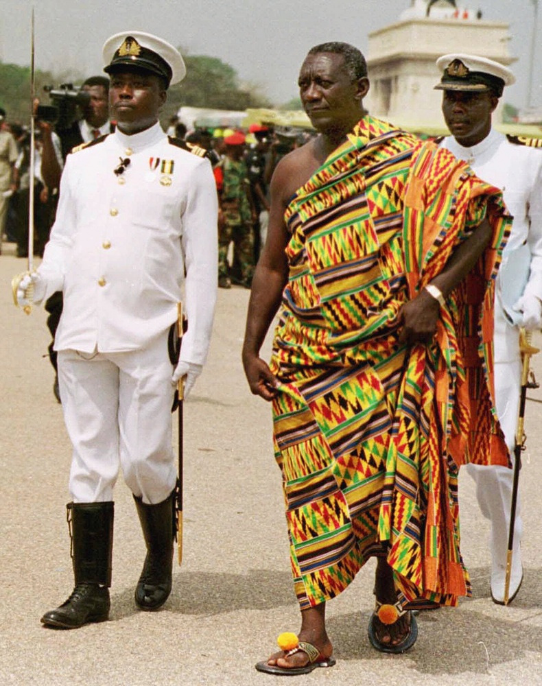 Ghana's former president John Agyekum Kuffuor wears traditional closhes at his inauguration