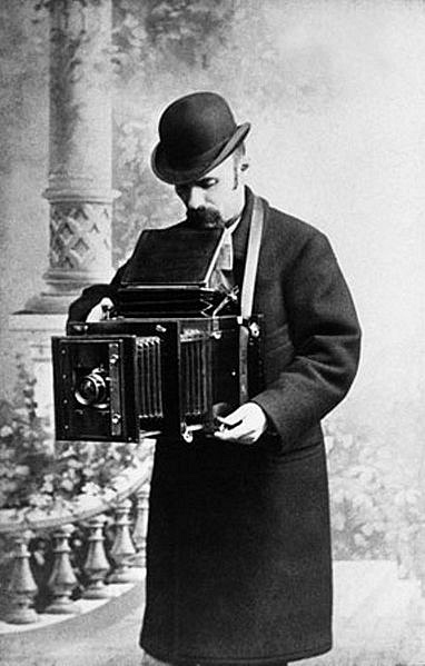 Carl Bulla was the founder of Russian photojournalism. Among his works are the excellent images of soldiers during the Russo-Japanese War, Emperror Nicholas II with his family, writer Leo Tolstoy and opera singer Feodor Chaliapin
