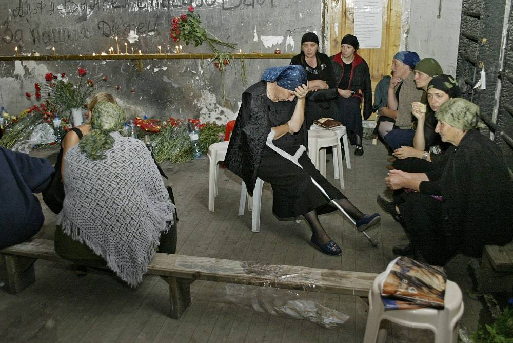 Relatives of the victims spent three days without food in the gym of the destroyed school on the first anniversary of the tragedy, in 2005
