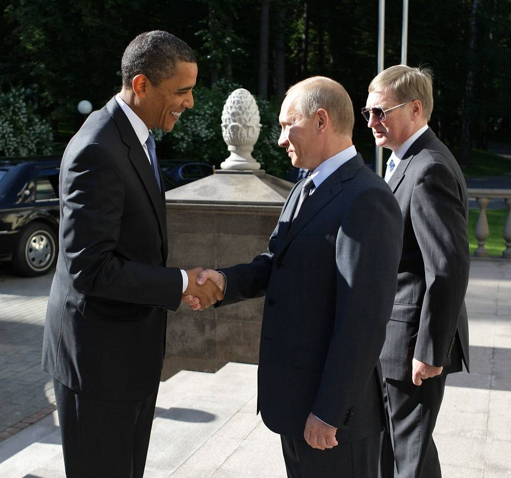 Even in the midst of the Ukrainian crisis, Barack Obama said his relationship with Putin straight and strong. Photo: Vladimir Putin welcoming Barack Obama in his residence in Novo-Ogarevo, 2009
