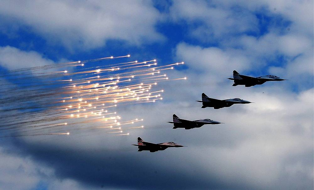 Photo: Swifts aerobatic team performs during a parade marking the Russian Navy Day, July 27, 2014