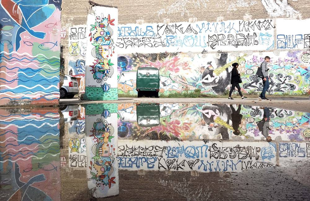 Photo: Colorfully painted pieces of the former Berlin Wall are on display on the arts zone 'Neu West Berlin' (New West Berlin) in Berlin, Germany