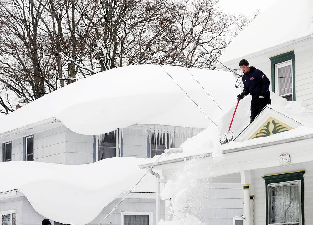 Photo: Man cleans the snow from his roof on Irving Place in Alden, N.Y. November 20, 2014