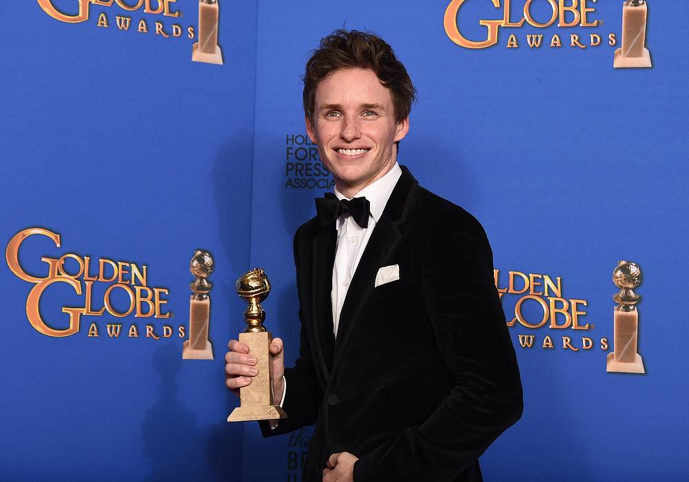 "Eddie Redmayne with the award for Best actor - drama for ""The Theory of Everything"""