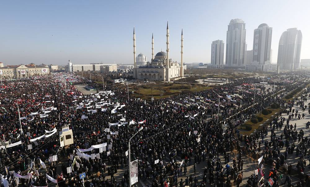 Thousands of faithful from the North Caucasus gathered in Chechnya's capital Grozny early Monday for a rally in defense of Islamic values