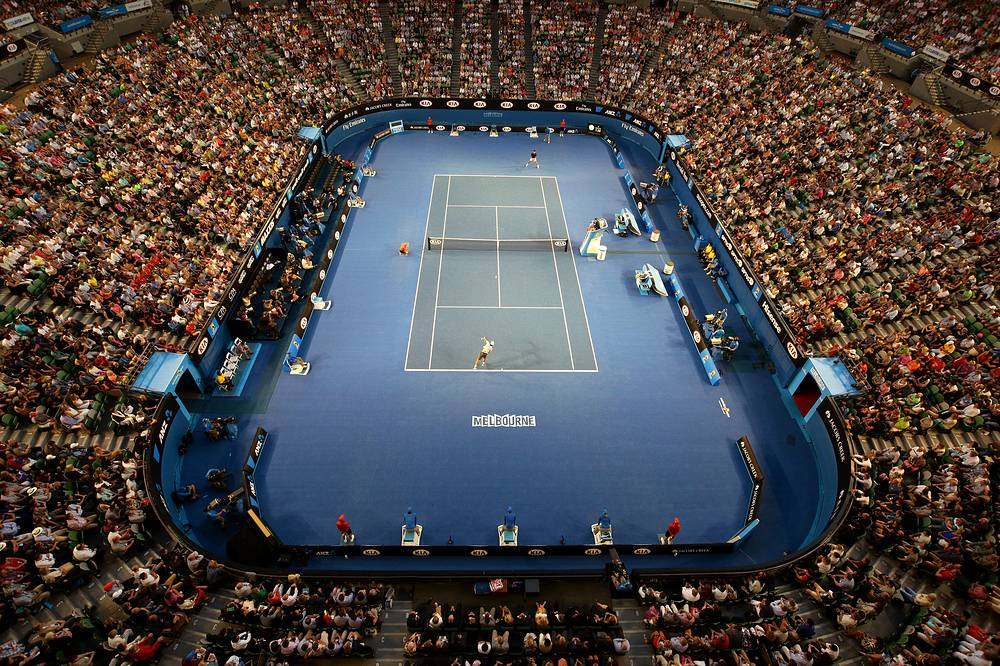 Despite the heat Australian Open matches are very popular and are visited by about 600 thousand people. Photo: Spectators at the Australian Open tennis championship in Melbourne