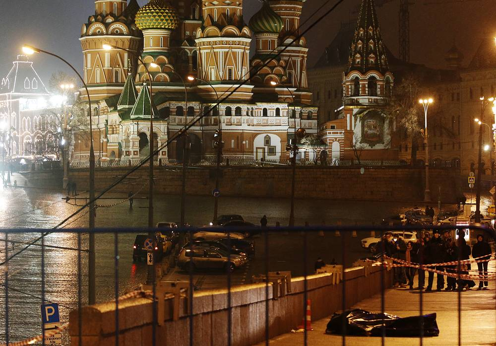 Overnight to February 28 Boris Nemtsov was shot dead in downtown Moscow. According to preliminary data, an unknown assailant made a few shots at Nemtsov when he was walking along the Bolshoy Moskvoretsky Bridge