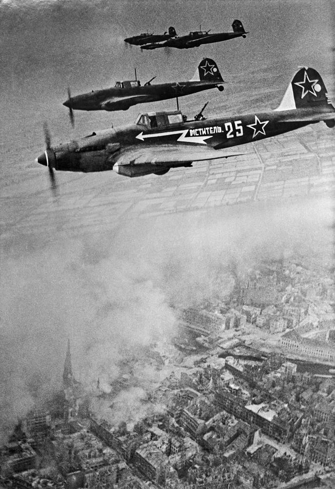 Soviet attack aircrafts above Berlin, April 1945