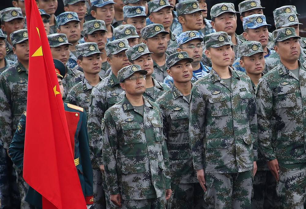 China's servicemen marching
