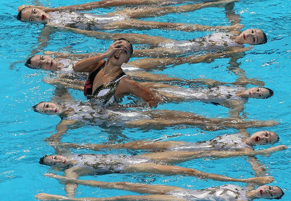 The Mexican team performing in the synchronised swimming free combination final, August 1