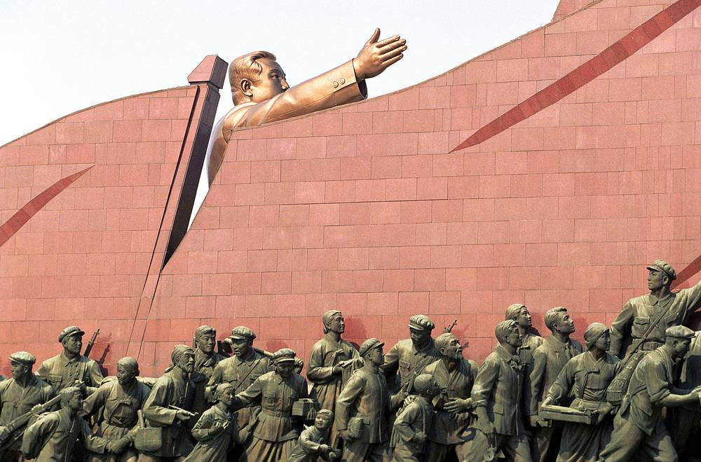 According to historians, Pyongyang is the oldest city in North Korea. It was founded in 1122. Photo: A monument of Kim Il Sung at Mansu Hill