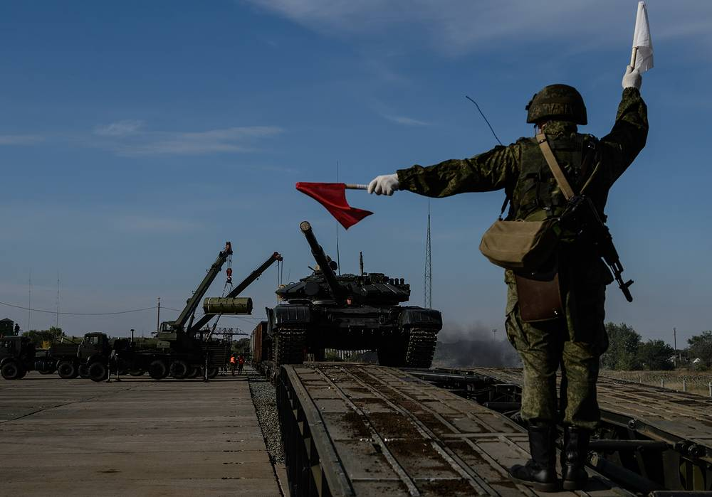 Unloading military equipment (T-72 tank) at the railway station