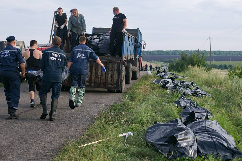 The Ukrainian authorities in Kiev and the militias of the self-proclaimed Donetsk People's Republic blamed each other for the plane's loss. Photo: Emergency workers carrying the bodies of victims at the site crash of a Malaysia Airlines Boeying 777