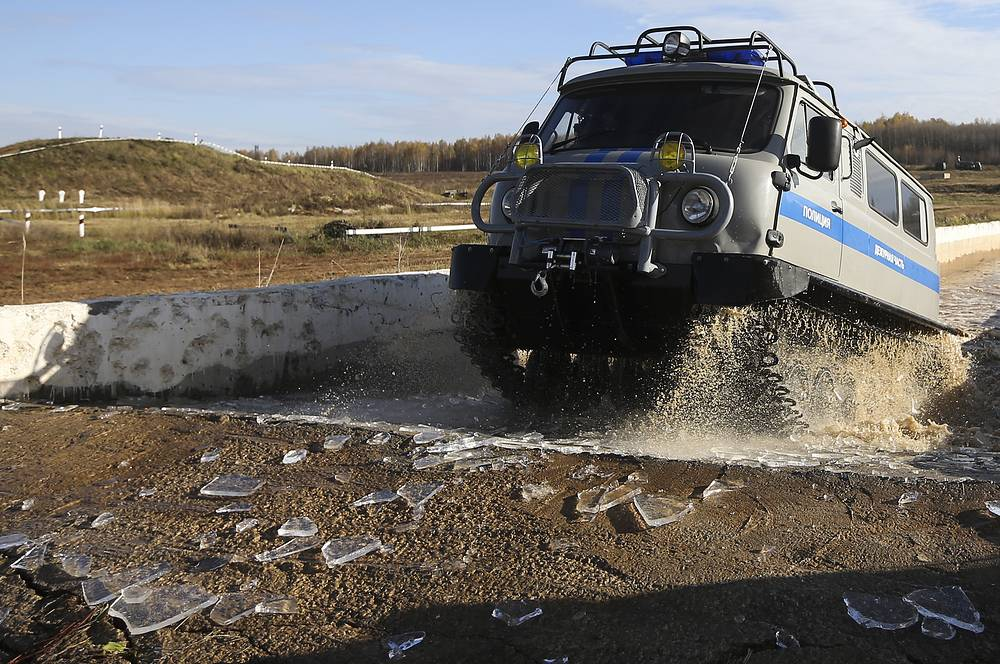 1994 SDCh amphibious all-terrain tracked vehicle