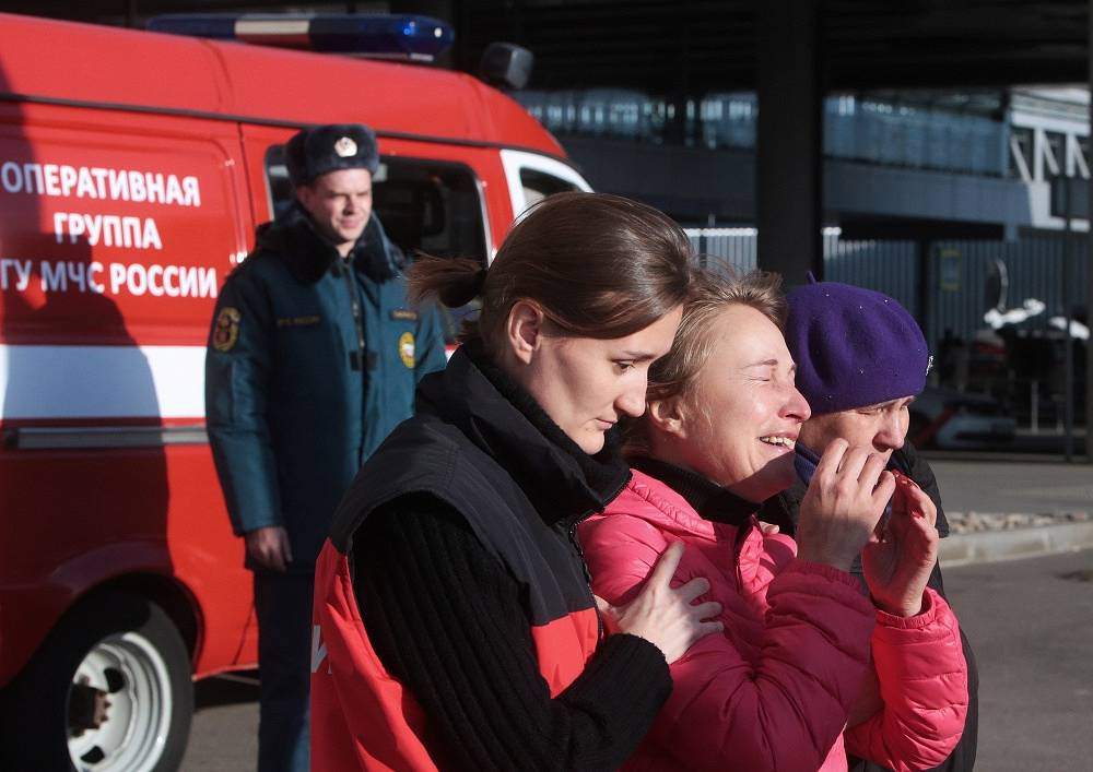 There were 217 passengers and seven crew members on board. Photo: Relatives of those on the Metrojet flight that crashed in Egypt