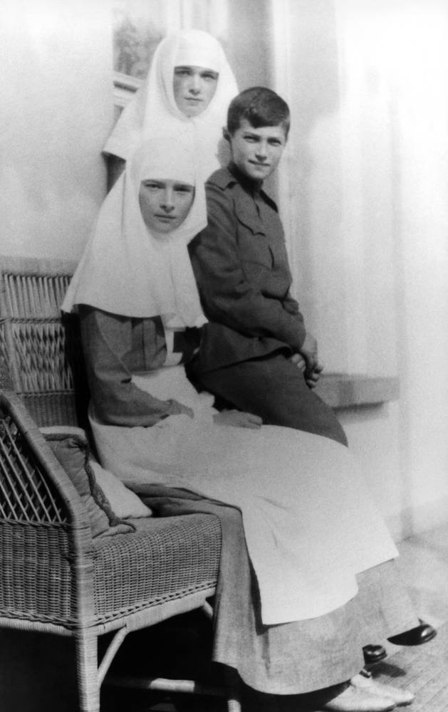 Children of Nicholas II, Alexei, Maria and Anastasia in nurse's uniforms, 1914-1915