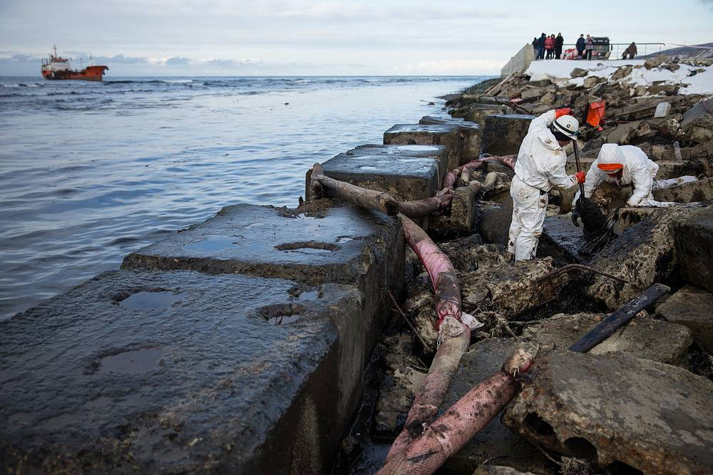 Workers removing crude oil along the shoreline during a clean up operation after the tanker Nadezhda hit a reef during a storm on November 28 near the port city of Nevelsk, about 90 kilometres south west of Yuzhno-Sakhalinsk, Sakhalin Island in Russia's Far East