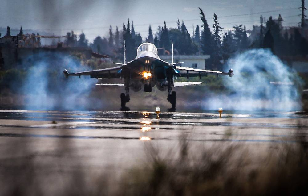 Sukhoi Su-34 strike fighter landing at the Hmeymim airbase, Syria
