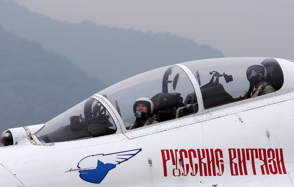 Members of the Russkiye Vityazi aerobatic team at the 10th China International Aviation and Aerospace Exhibition