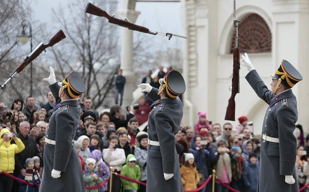 The Presidential Regiment guards during a changing the guard cermony in Cathedral Square of the Moscow Kremlin