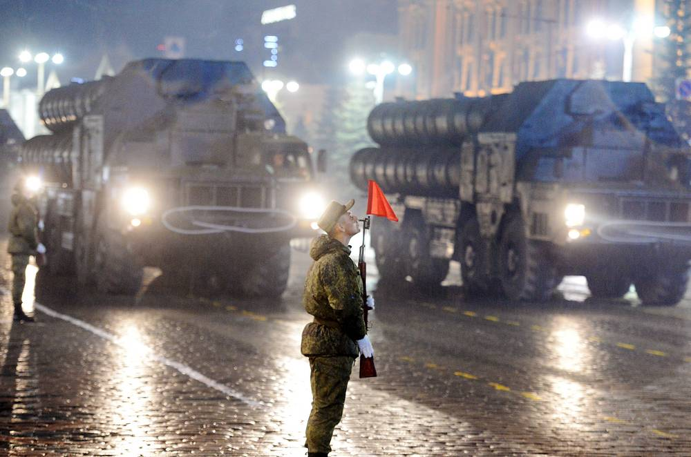 S-300 air defense missile systems taking part in a rehearsal of the upcoming 9 May military parade in Yekaterinburg