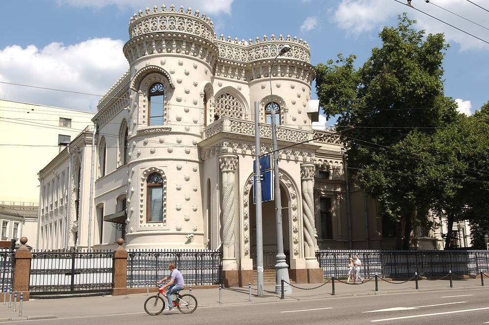 Arseniy Morozov's Mansion was built in 1899 by architect Viktor Mazyrin. According to the legend, the rich merchant Arseny Morozov was inspired to create this building by his travelling across Portugal