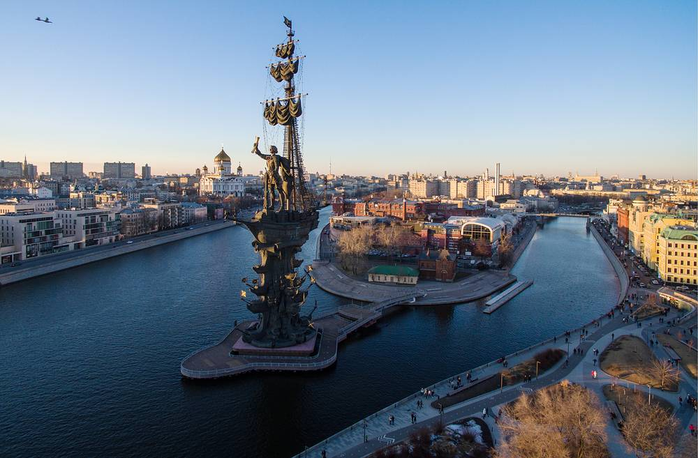 A view of Moscow's Krymskaya Embankment and the Peter the Great statue designed by sculptor Zurab Tsereteli