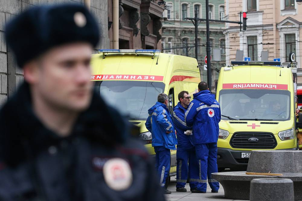A police officer and emergency service workers at the entrance to Tekhnologichesky Institut station in St. Petersburg