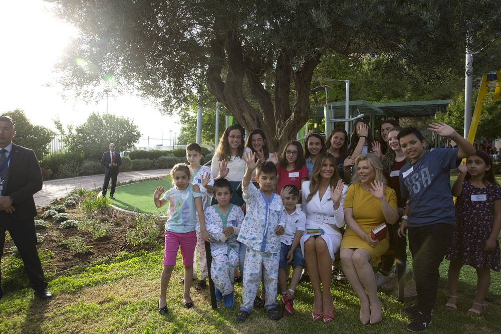 Melania Trump and Sara Netanyahu pose with children during their visit to Hadassah hospital in Jerusalem