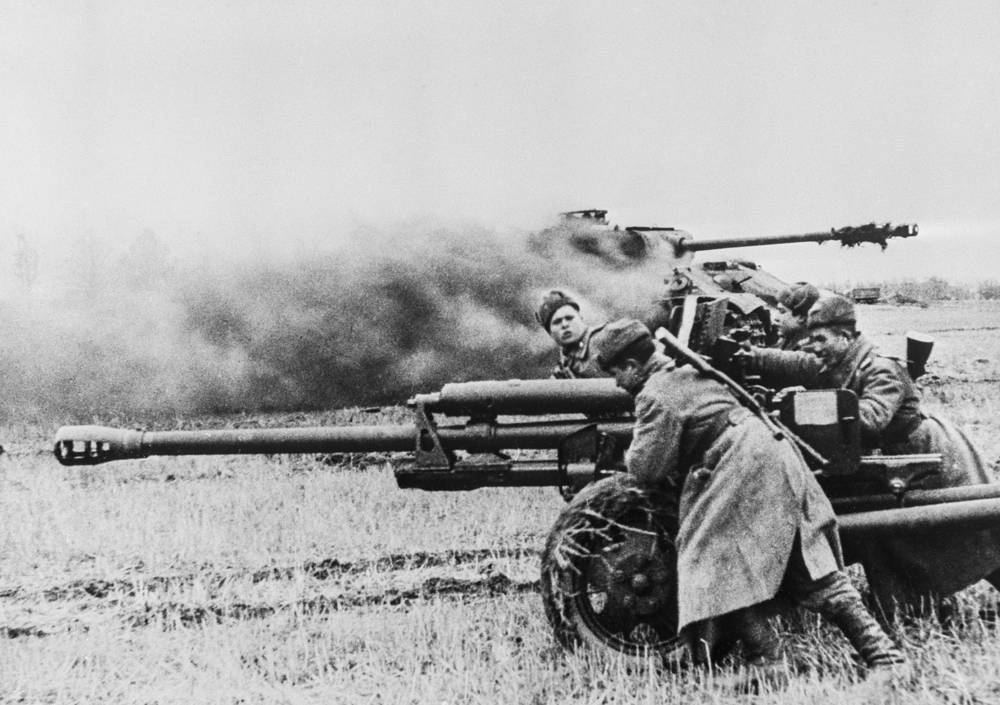 Anti-tank destroyer detachment in the attack, 1941