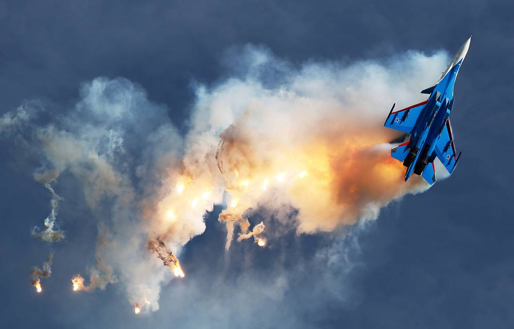 Su-30SM fighter jet of the Russian Knights aerobatic team performs a demonstration flight as part of the Army-2017 International Military-Technical Forum, at the Kubinka air base outside Moscow, Russia, August 27