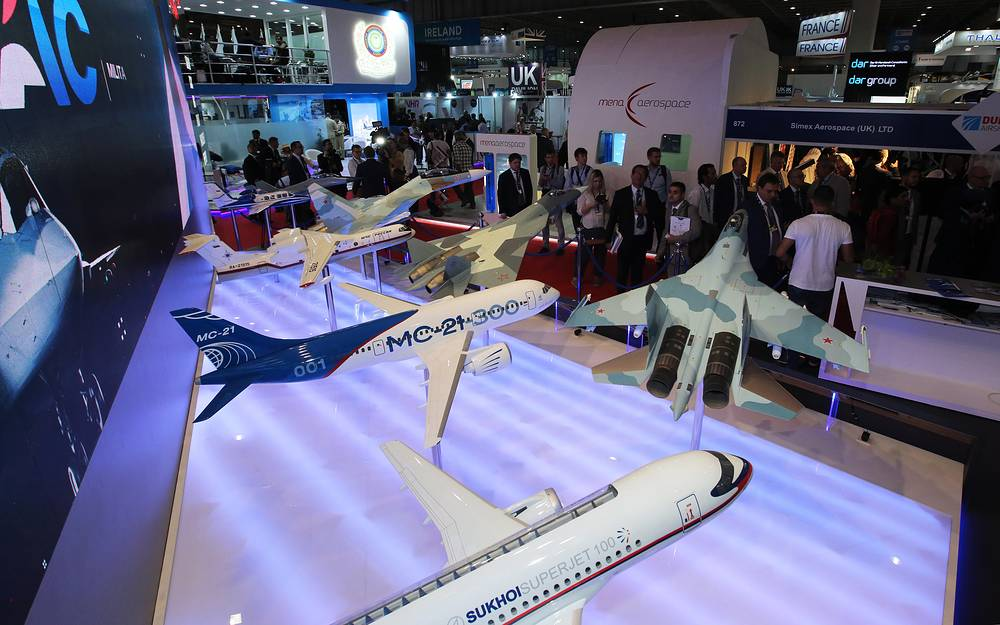 Models of the Sukhoi Superjet 100 and Irkut MC-21-300 jet airliners