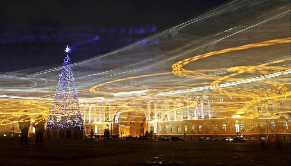 A New Year tree in Dvortsovaya Square in Saint Petersburg