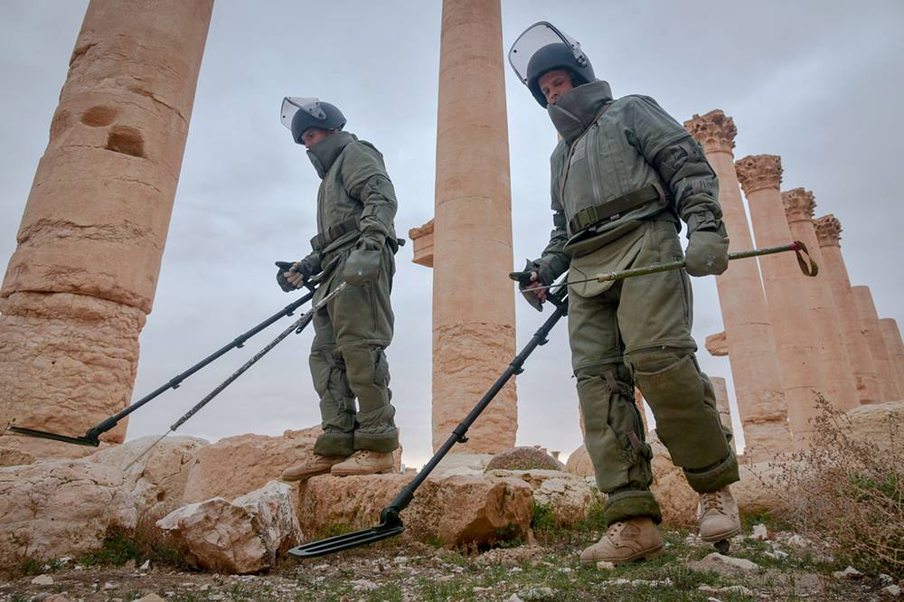 Russian sappers demining Palmyra, Syria, 2017