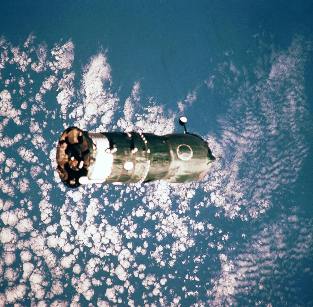 The station served as a microgravity research laboratory in which crews conducted experiments in biology, human biology, physics, astronomy, meteorology and spacecraft systems. Photo: Progress-32  cargo ship in flight to the Mir space station