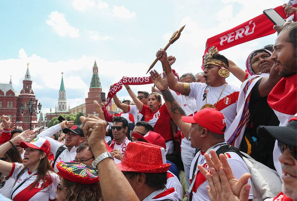 Peruvian fans on the eve of the 2018 FIFA World Cup in Manezhnaya Square