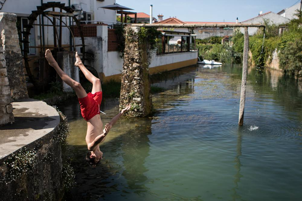 Locals refreshing themselves on Lis river in Leiria, Portugal