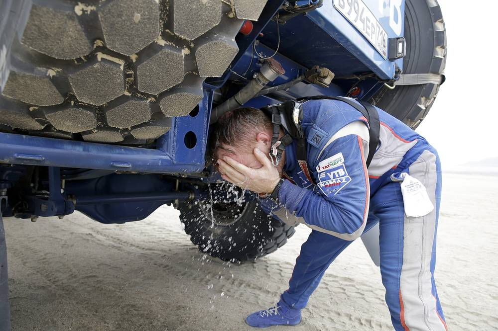 Kamaz truck driver Eduard Nikolaev, of Russia, refreshes at a stop during the stage eight of the Dakar Rally between San Juan de Marcona and Pisco, Peru, January 15