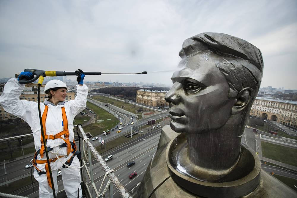 A worker cleaning the statue of Yuri Gagarin, the first person who flew to space, ahead of Cosmonautics Day, Moscow, April 10
