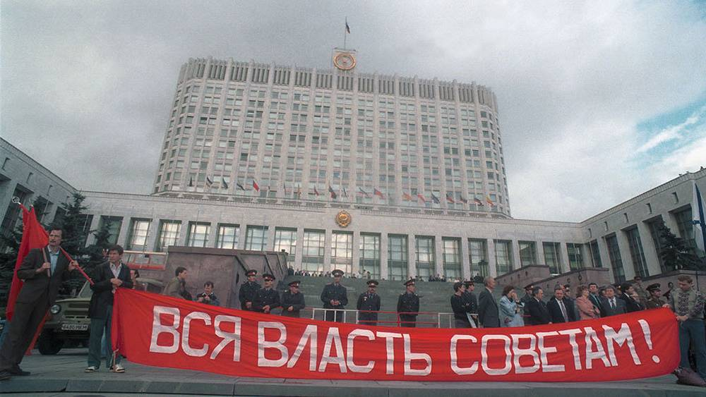 August 20, 1993. A meeting is held in front of the The House of Soviets  in support of the actions of the Supreme Soviet of Russia and against policies of the President and the Government. Photo ITAR-TASS/ Valentin Kuzmin
