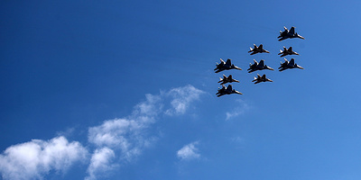 Fighter jets repel air strikes during drills in Russia's south