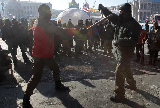 Though currently the situation in Kiev is rather peaceful, radical protesters prefer to hold on to their weapons. Image shows radical protest group practicing fighting skills