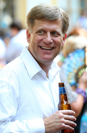"48-year-old McFaul is considered the ""architect"" of the ""reset"" policy between Moscow and Washington. However, he is not a career diplomat. Photo: McFaul at a reception to celebrate the US Independence Day at the American embassy in Moscow"