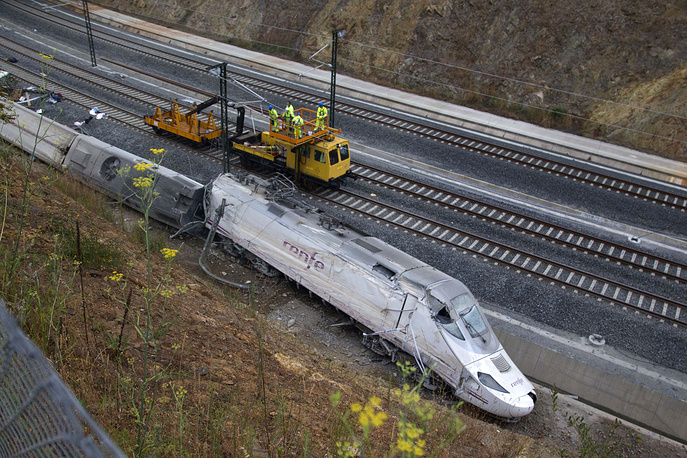 Dozens of people lost lives when a passenger train crashed in northwestern Spain on Jul. 25 2013